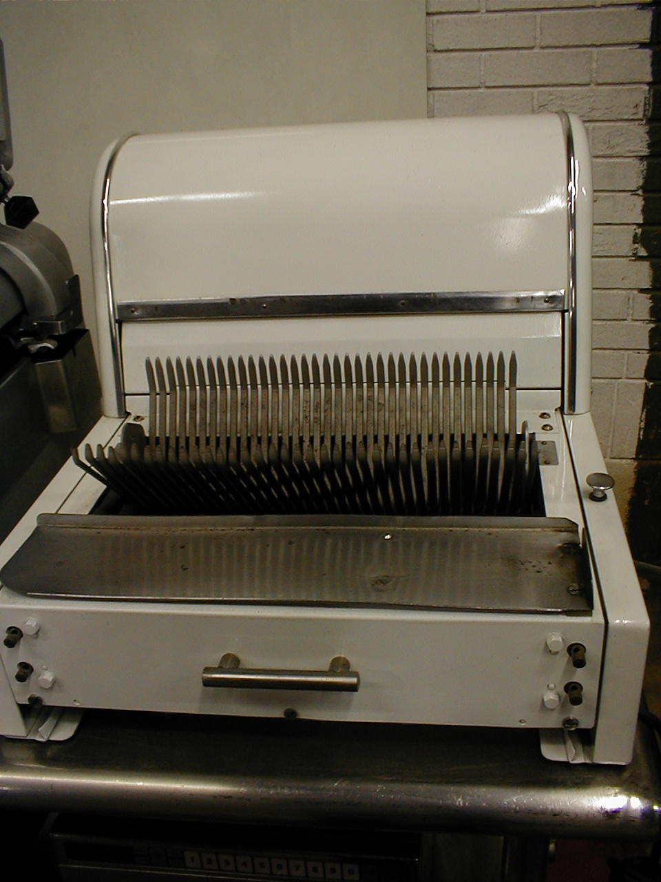 Berkel automatic bread slicer with new blades 115 voltage.